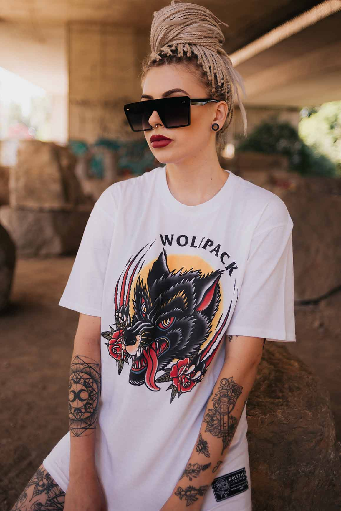 TRADITIONAL WOLF TEE UNISEX